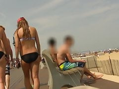 Teenager im Bikini mit ungeraden, aber sexy Spaziergängen (Graz 18)