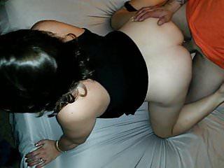 朋友spitroast妻子cums在她的陰部老公走到第二位