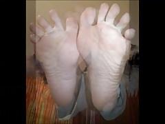Soula muove i suoi piedi sexy hot (taglia 37)