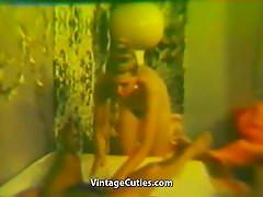 Chłopiec dostaje masaż od gorącej dziewczyny (rocznik 1970)