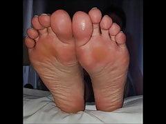 Tasia bewegt ihre sexy Füße (Größe 40)