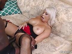 Matka Alyssa ssać i pieprzyć duży czarny kogut