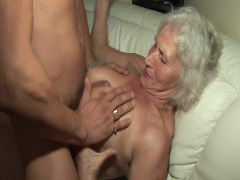 Смотреть порно скрытая камера зрелые домашнее мастурбация