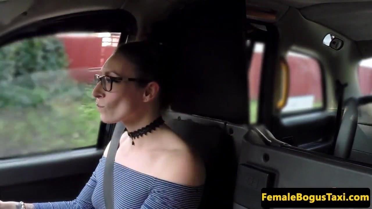 Девушка с лифчиком груди видео