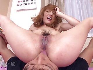 Guy Fucks最喜欢的脱衣舞娘Sari Yoshino未经审查的JAV