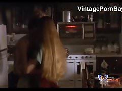 Stepson apporte sa mère à la chambre et baise dur