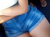 Novinha coxuda de shortinho jeans no busao