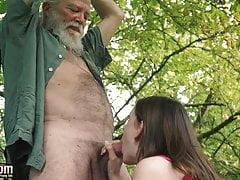 Süßes Teen verführt alten Mann und fickt Hardcore bekommt Pussy lecken