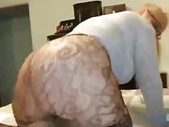 PAWG Mature Secouant Ass Sur Le Lit