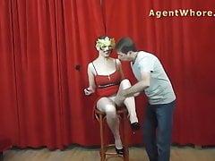 Zamaskowana królowa seksu BUSTY podczas sesji zdjęciowej