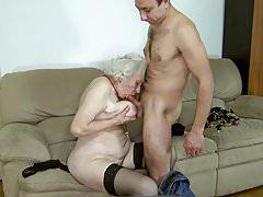 Norma Granny è tornata al porno
