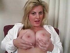 Sexy Chubby Blonde daje instrukcje Jerk Off