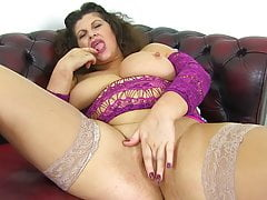 British milf Gilly dildos her shaven fanny for us