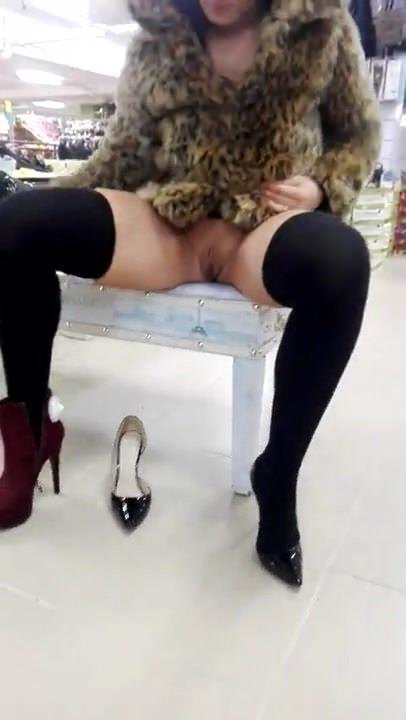 Европейские девушки мастурбируют в чулках