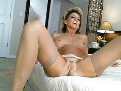 Hottest Milf Ever Toys & Cums On Cam