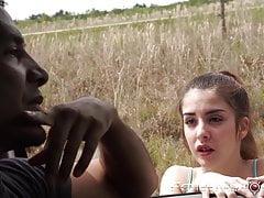 Rudowłosa nastolatka oszukana przez swojego fałszywego zbawiciela