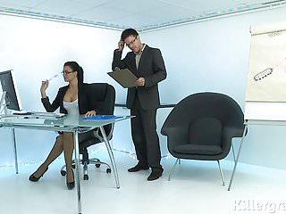 熱性感摩洛伊斯蘭解放陣線扮演辦公室蕩婦沉迷於公雞