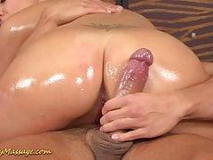 Masaż seksowny śliski duży kurek nuru