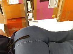 Huge bubble butt GILF Walmart employee pt 1