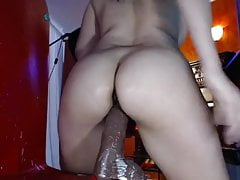 Sexy Babe Toying Herself Till Her Pussy Got Wet