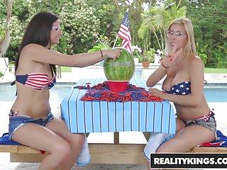 Masturbation Babes Sex Toys vid: RealityKings - Moms Lick Teens - Alexis Deen Alexis Fawx - L