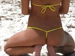 Hot Russian Micro-kini Modelo en la playa.