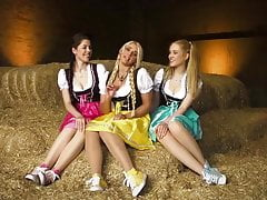 Hot German Sluts sings a lewd song! Fap to the song! XD