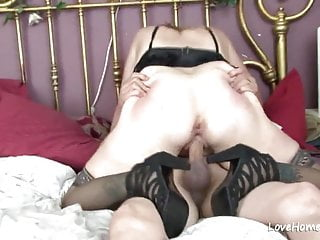 Porno video: Exchanging oral and getting rammed in the bedroom