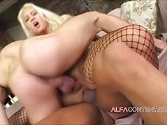Big Titted Blondine in DP Dreier