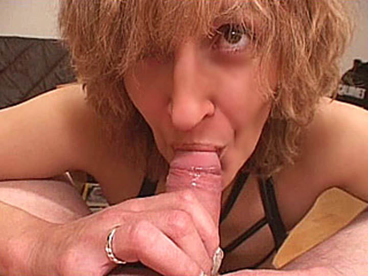 Slutty amateur Mom gives blowjob with cum in mouth