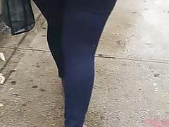 Gros cul candide dans la rue