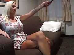 VORE - Une secrétaire blonde trompée pour se faire manger