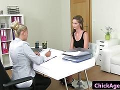 Casting lesbijki pussylicked przez klienta