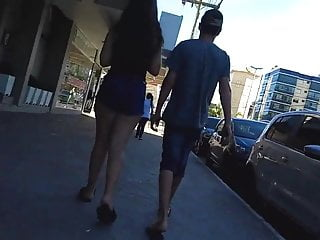 Brunettes Hidden Cams Brazilian video: Delicia de shortinho atolado passeando com o corninho
