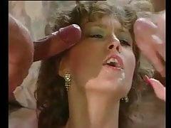 FRISKYPAIR - Napalona brunetka cieszy się wieloma kogutami