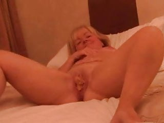 Amateur British Cake video: Ayrshire Tricia cake in pussy