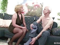 La nonna e il nonno tedeschi si scopano per la prima volta davanti alla telecamera