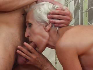 老奶奶發現年輕的雞巴為毛茸茸的陰戶
