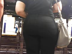 Bubble Booty Pawg w Black Jeans