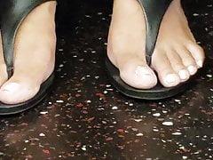 Pies de ébano cándidas con upskirt