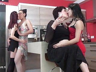 6 lesbians...