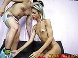 Sexo anal com travesti dotada pauzuda e safada
