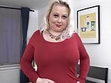 Curvy mature mother with thirsty vagina