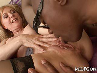 MILFGonzo Bellezza bionda matura Nina Hartley riempita da una BBC