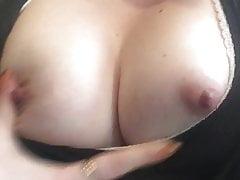 Jadore me caresser les seins