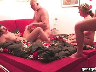 Ganzgeil.com Bisexual MILFs fisting their shaved twats