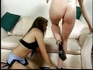 2 Chicks sucking dick and cum swapping