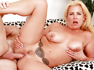 Mature blonde taylor leigh gets pummeled...