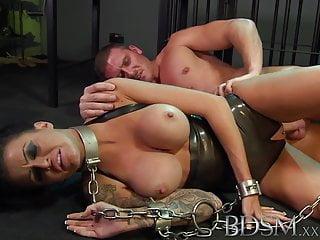 BDSM XXX Le schiave feisty imparano a fatica dai maestri