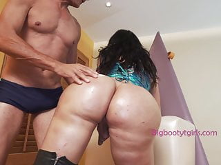 Lorey richi has that booty oiled and fucked...